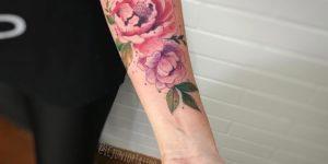 Flores rosas por LCjunior tattoo