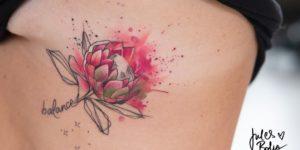 Frase: Balance y flor por Jules Boho