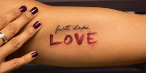 Frase: Faith, Hope, Love por Georgia Grey