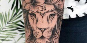 León con el símbolo Om