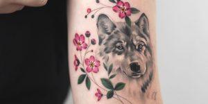 Lobo y flores por Rey Jasper