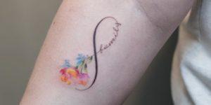 Signo Infinito con la Frase: Family por Graffittoo Tattoo Studio