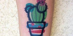 Cactus en maceta con flores