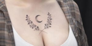 Flores y luna por Tattooist Grain