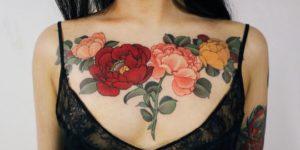 Flores rosas y amapolas