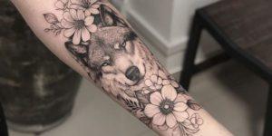 Lobo con flores