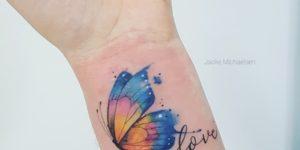 Frase: Love y Mariposa por Jacke Michaelsen