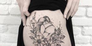 Pareja de enamorados abrazados por Terryemi Tattoo