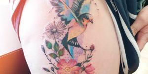 Ave y flores por Jess Hannigan