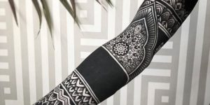 Manga mandalas y franja negra
