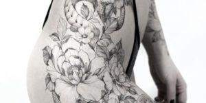 Serpiente entre flores