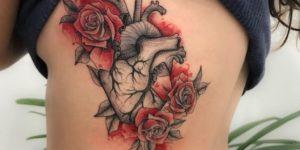 Corazón florecido con rosas rojas