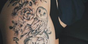Flores y búho por Valery Tattoo