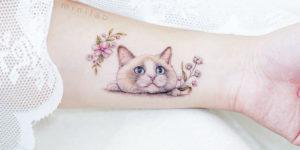 Gato y flores por Mini Tattoo