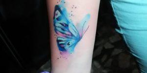 Mariposa azul estilo acuarelas