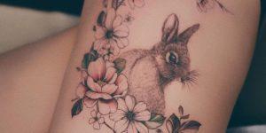 Enredadera de flores y conejo por Valery Tattoo