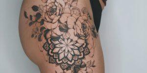 Mandala entre flores por Valery Tattoo