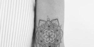 Mandala por Clari Benatti Tattoo
