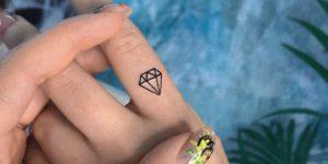 Diamante pequeño por Risha Tattoo
