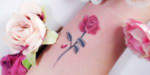 Flor rosa por Alynana Tattoos