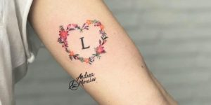Letra inicial y corazón de flores por Andrea Morales