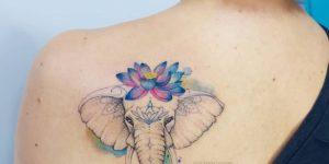 Elefante con Flor de Loto en la cabeza por Jacke Michaelsen