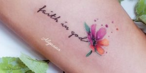 Frase: Faith in God por Alynana Tattoos