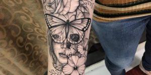 Rostro de mujer ojos mariposa por Thony Tattoo