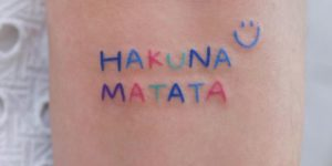 Frase: Hakuna Matata por U Tattoo